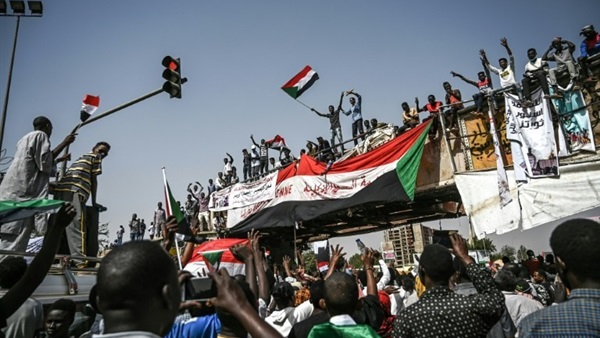 Sudanese people back on the streets; trial of Bashir's regime is a popular demand