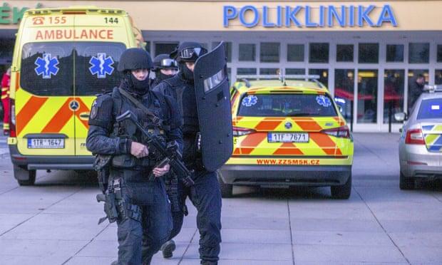 Gunman shoots dead six in Czech hospital then kills himself