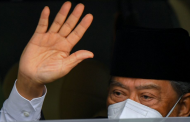 Malaysian PM quits and accuses rivals of pandemic power-grab