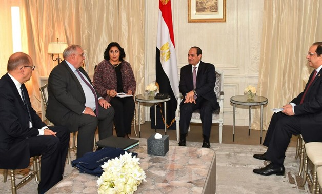 Sisi meets with CEO of France's state-owned railway company