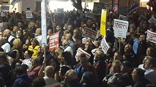Thousands of Israeli protest against Benjamin Netanyahu