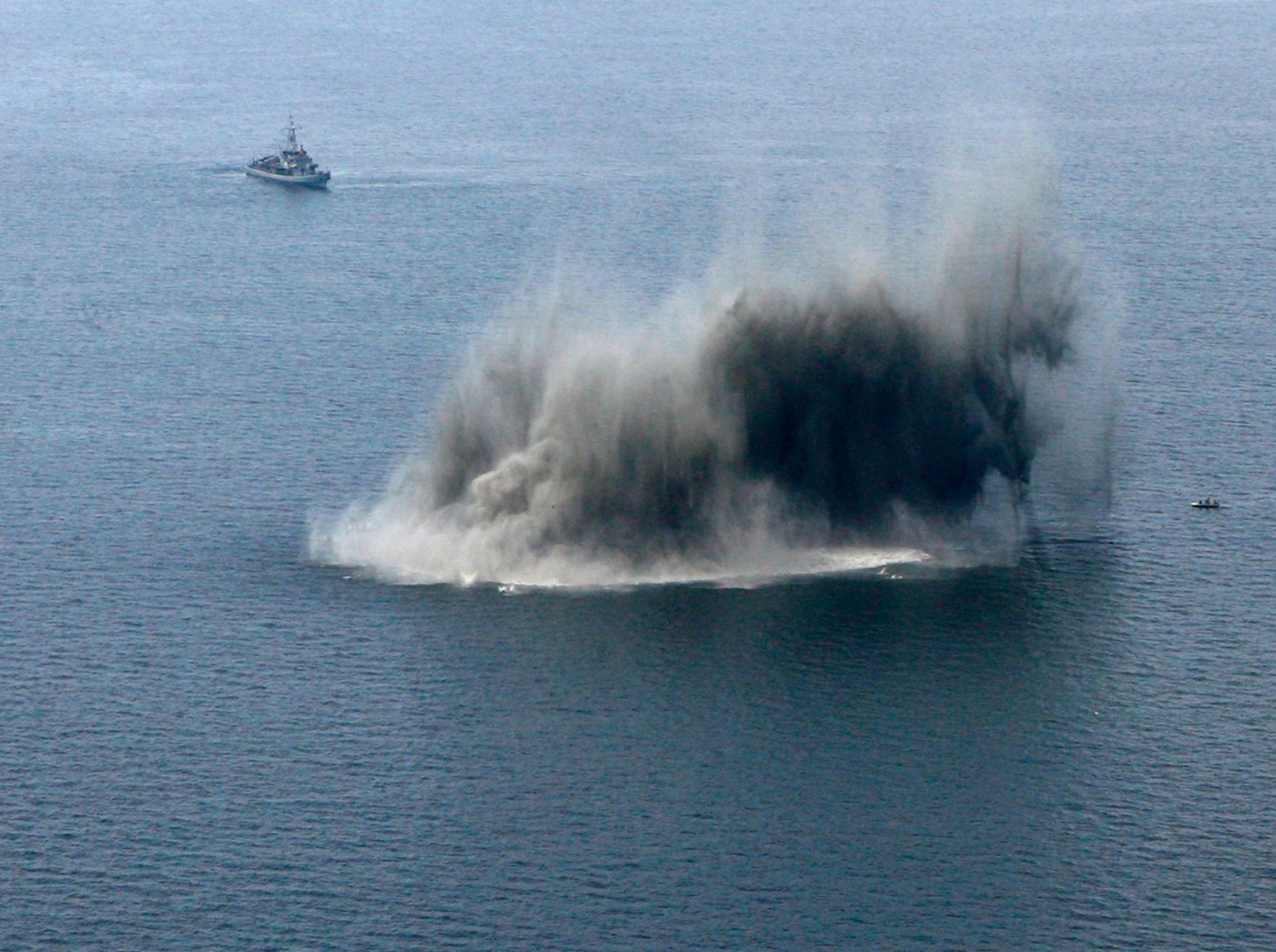 Houthi mines threaten global navigation in Red Sea, Iran involved